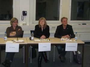 """Daniela Schreckenburger, Ingrid Reuter und Martin Tönnes, Landtagskandidaten der Partei """"Die Grünen""""(v. links)"""