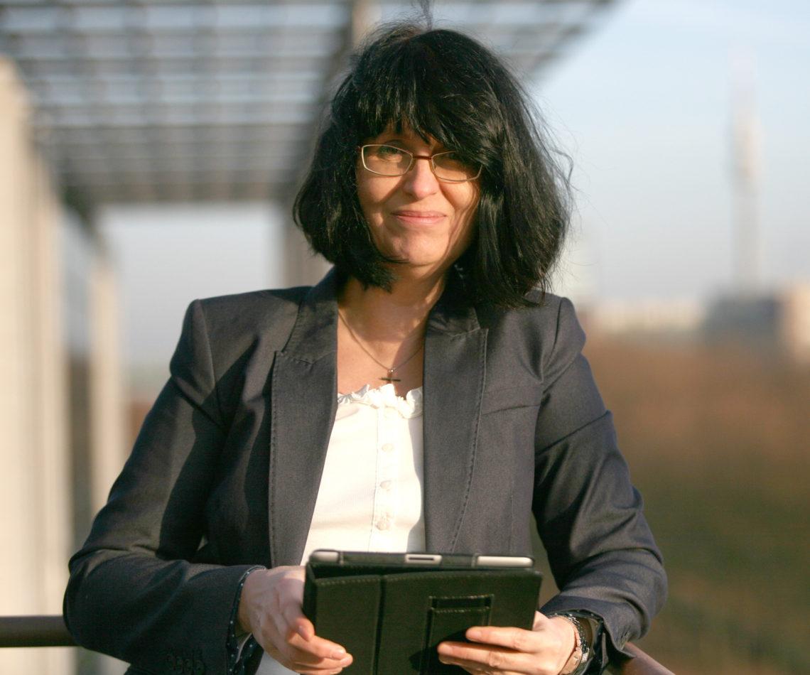 """Dr. h.c. of Ministry Eva Ihnenfeldt stellt sich vor: """"Ich setze mir selbst die Krone auf…"""""""