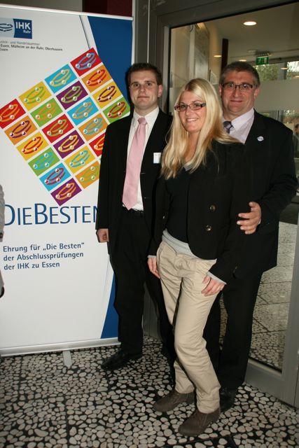 Jens Schumann von IHK Essen als bester Azubi Kaufmann für Versicherungen und Finanzen geehrt