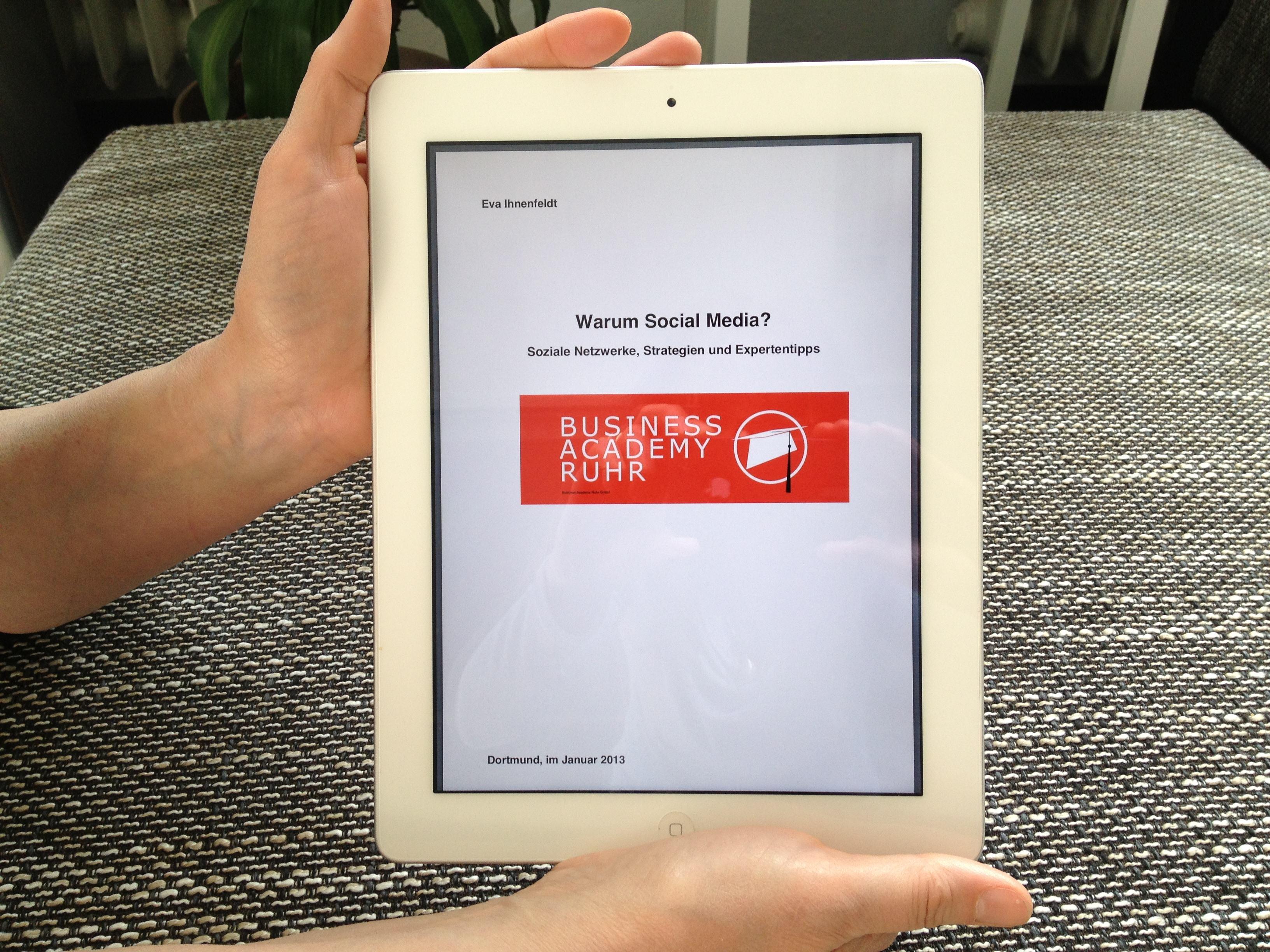 iPad_Warum_Social_Media_Buch