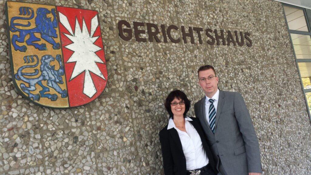 Maik Swienty und Eva Ihnenfeldt nach dem Prozess vor dem Amtsgericht Lübeck