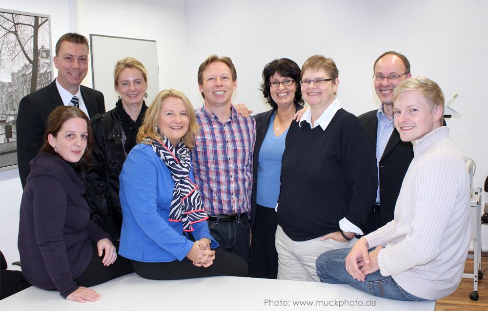 Das Dozenten-Team der Business Academy Ruhr begleitet die Teilnehmer durch den Lehrgang begleiten die Teilnehmer - online oder in Präsenz