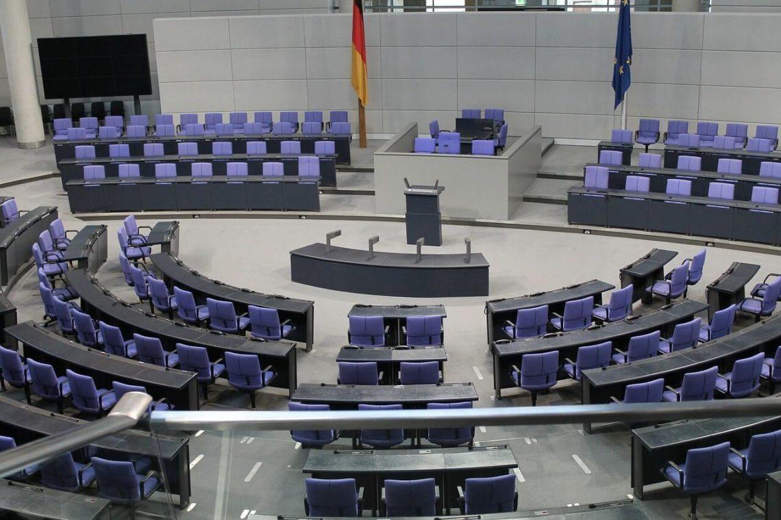 """Folgen von """"Scheinselbstständigkeit"""": Vom Bundestag lernen"""