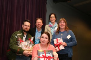 Martina Harlinghausen von der ERGO-Versicherungsgruppe hatte als Sponsorin wunderbare Preise für die Verlosung mitgebracht - danke schön!