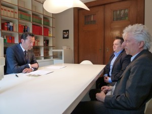 Unterzeichnung des Gesellschaftervertrages bei Notar Dr. Temme, Düsseldorf