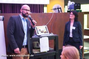 Kai Bünseler, Leiter der Wirtschaftsförderung für den IT-Standort Dortmund, begrüßt die Gäste