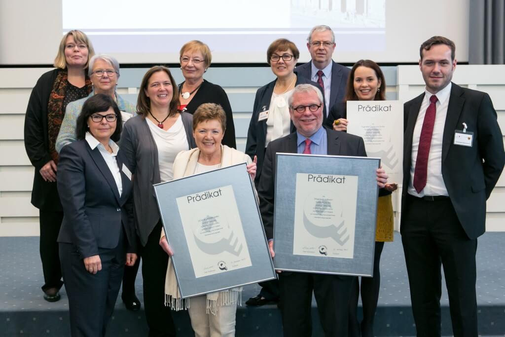 """Im Oktober 2015 erhielt Karin Dicke das """"Total Equality Prädikat"""" als Auszeichnung in Hamburg für die die Förderung von Chancengleichheit in ihren Betrieb"""