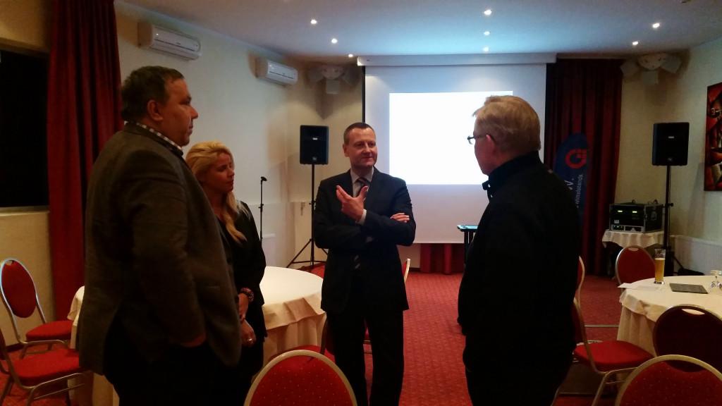 Prof. Dr. Schmittmann im Gespräch mit Beratern und Unternehmern
