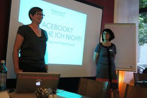 Katja Raasch und Eva Ihnenfeldt führen in den offiziellen Teil des Abends ein