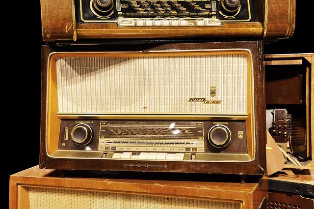 tubes-radio-1547787_640