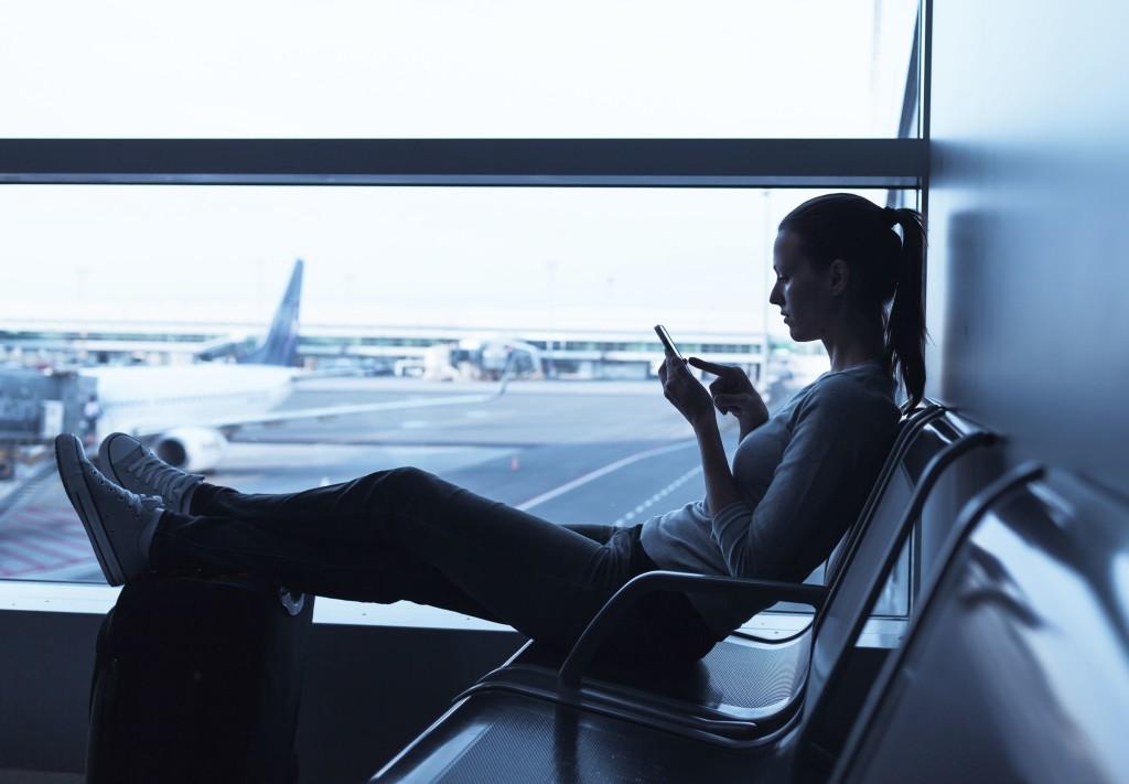Reisende_Profil_Gegenlicht_Sitzend