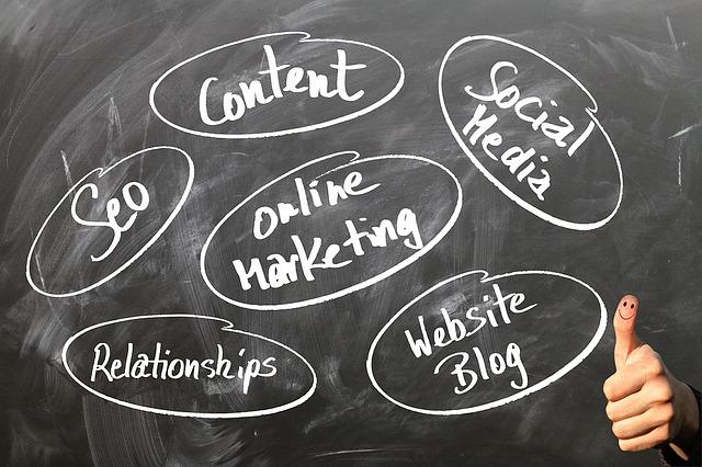Werbeausgaben gehen immer mehr in Social Media – und überholen Print-Werbung