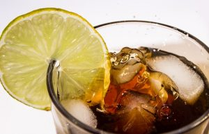 https://pixabay.com/de/cola-getr%C3%A4nk-limonade-coke-lecker-1960326/