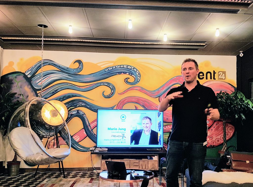 Mario Jung, Gruender vom OMT, beim Vortrag zur Content Veredelung am 30. November in Dortmund
