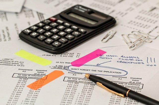 Steuerberater oder Selbermachen? Wem Gründer ihre Steuern am besten übertragen